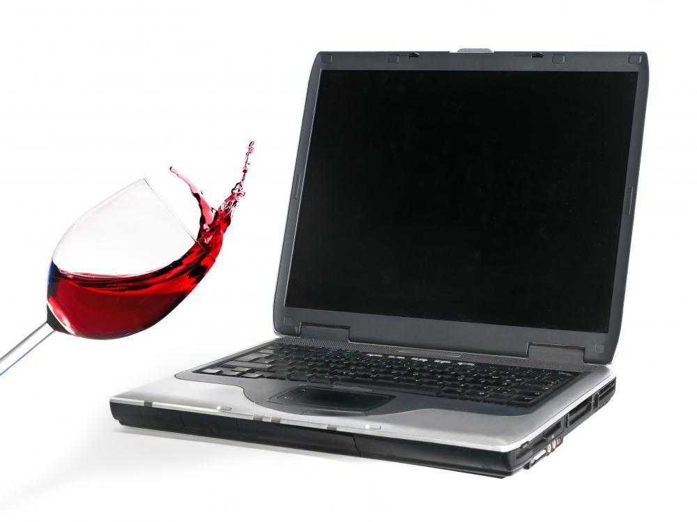 Naprawiamy laptopy po zalaniu